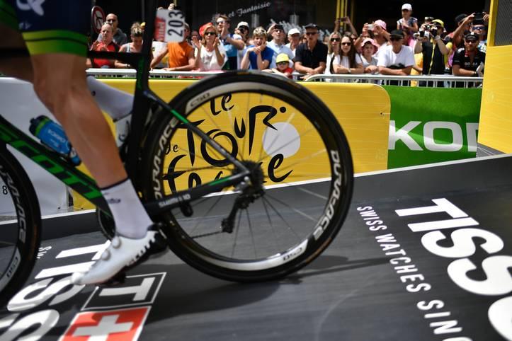Die Tour de France ist nicht nur die berühmteste Radrundfahrt der Welt, sie ist ein Mythos. Jedes Jahr aufs Neue bietet sie den Radfans Spektakel und Tragödie, Freudentränen und Drama. Sportler können auf der Großen Schleife zu Legenden oder tragischen Helden werden