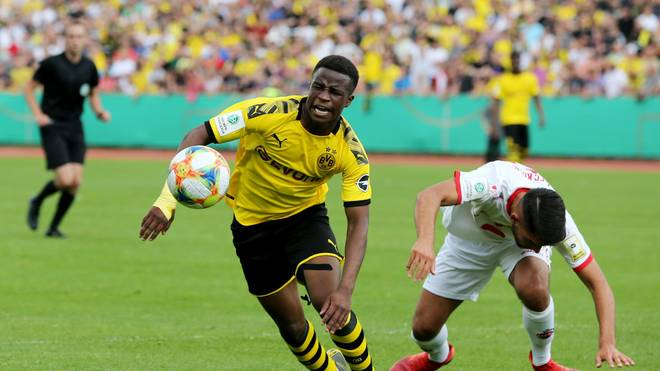 Youssoufa Moukoko (l.) gilt als großer Hoffnungsträger im deutschen Fußball