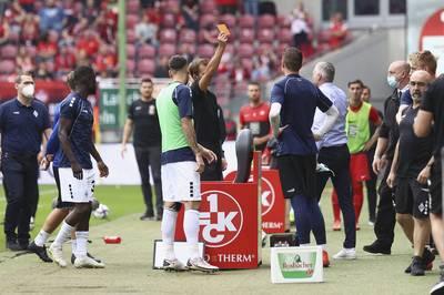 In Kaiserslautern eskaliert das Derby gegen Waldhof Mannheim. Gleich vier Protagonisten werden frühzeitig zum Duschen geschickt.