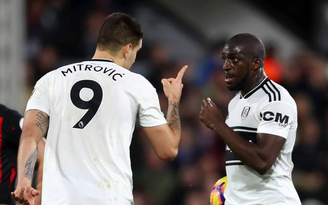 Aleksandar Mitrovic (l.) und Aboubakar Kamara stritten sich bereits Ende Dezember um die Ausführung eines Elfmeters
