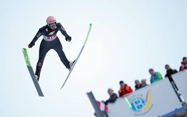Karl Geiger und die deutschen Skispringer durften sich über den ersten Team-Sieg in dieser Saison freuen