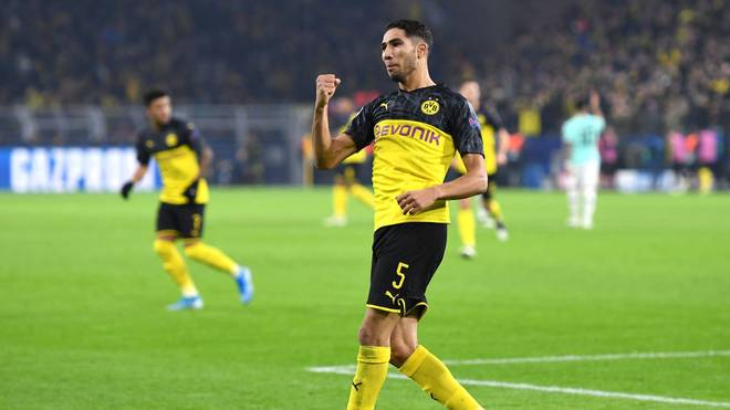 DORTMUND, GERMANY - NOVEMBER 05: Achraf Hakimi of Borussia Dortmund celebrates after scoring his team's first goal during the UEFA Champions League group F match between Borussia Dortmund and Inter at Signal Iduna Park on November 05, 2019 in Dortmund, Germany. (Photo by Jörg Schüler/Getty Images)