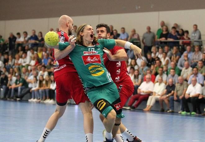 Juri Knorr (M.) spielt auf Vereinsebene für GWD Minden