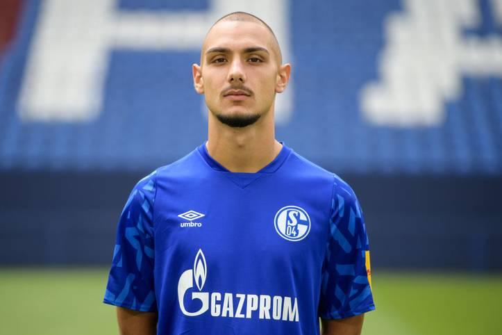 Nachdem sich zuletzt SUAT SERDAR für die deutsche Nationalmannschaft entschieden hatte, debütierte ein deutsch-türkischer Mannschaftskollege vom FC Schalke 04 nun für die Türkei in der EM-Qualifikation