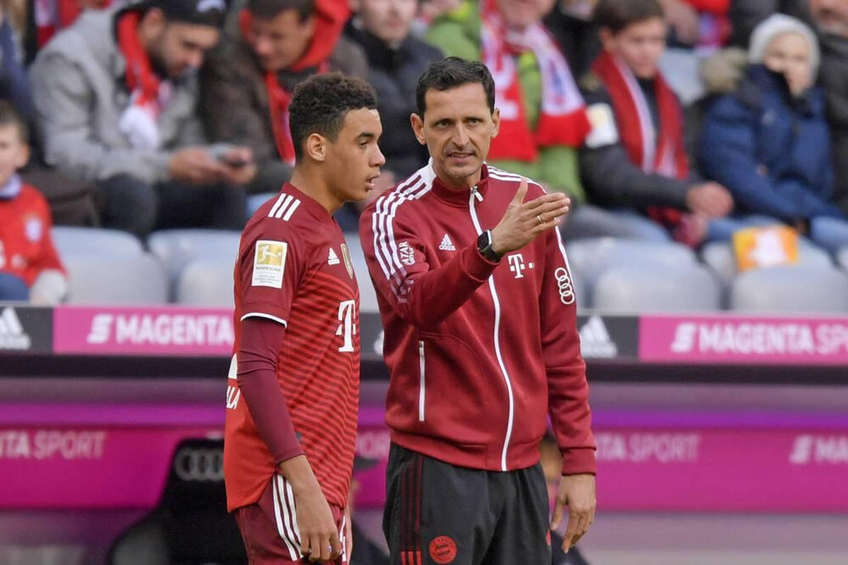 Dino Toppmöller macht als Interims-Chef beim FC Bayern einen guten Job. In der Zukunft will er selbst wieder einen Mannschaft leiten.