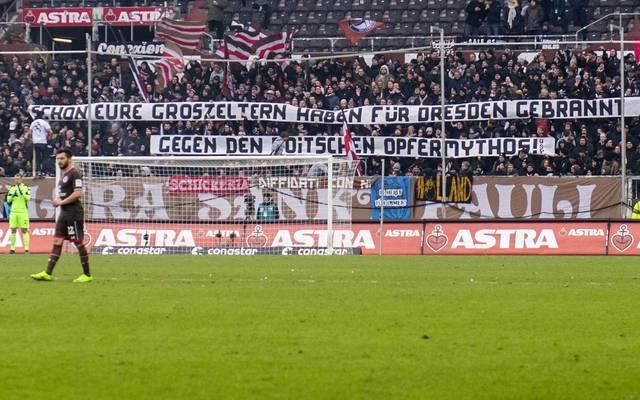 Beim Spiel FC St. Pauli - Dynamo Dresden in der Zweiten Bundesliga fielen Fans beider Seiten äußerst negativ auf