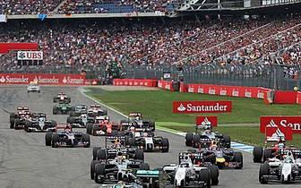 Nico Rosberg ist von der Pole gestartet und geht auch als Erster in die erste Kurve