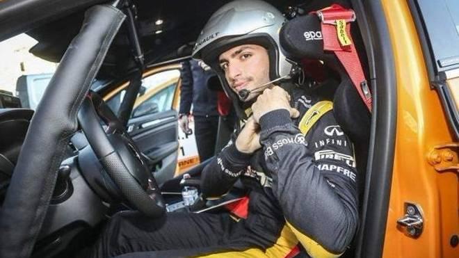 Carlos Sainz Jun. klemmte sich hinter das Steuer eines Renault Megane R.S.