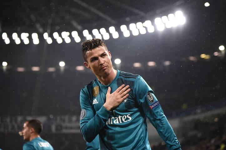 Cristiano Ronaldo in bekannter Pose nach einem Treffer. Doch diesmal gelingt dem Portugiesen ein herausragender Treffer zum 2:0 im Viertelfinale gegen Juventus Turin. SPORT1 zeigt das Fallrückzieher-Tor in Bildern