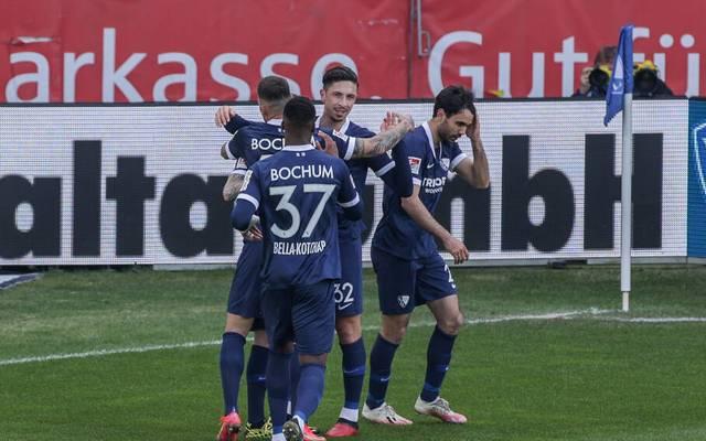 Bochum feiert seinen Treffer zum 1:0