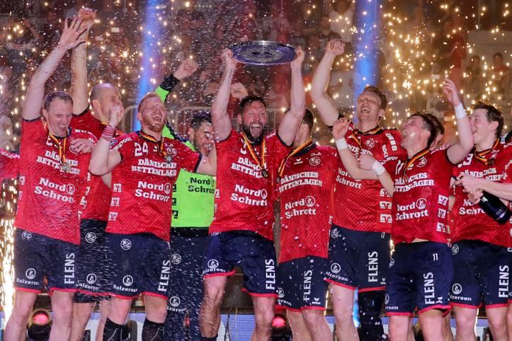 Da ist das Ding oder - besser gesagt - da war das Ding: Nach dem Meistertitel der SG Flensburg-Handewitt geht die Handball-Bundesliga in ihre 54. Saison. Frühere Triumphe zählen nicht mehr, der Meisterkampf glüht von Neuem auf und einige Top-Teams machen sich bereit, Flensburg vom Thron zu stoßen
