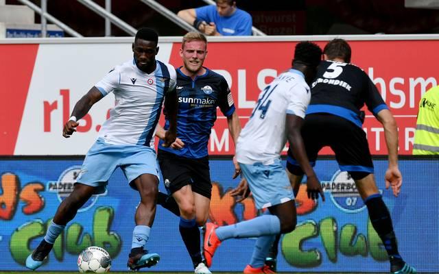 Für den SC Paderborn (blau) setzte es gegen Lazio Rom eine Niederlage