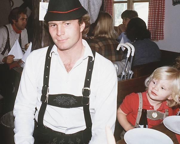 Ulrich Hoeneß wird am 5. Januar 1952 als Sohn eines Metzgers in Ulm geboren. Dass er als Spieler, Manager und Präsident über 40 Jahre lang das Schicksal des deutschen Vorzeigeklubs Bayern München mitbestimmen wird, ist da natürlich noch nicht zu ahnen