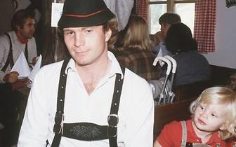 Uli Hoeneß, der jedes Jahr mit dem FC Bayern auf der Wiesn ist, entdeckt schon früh seine Vorliebe für die traditionelle Lederhosen