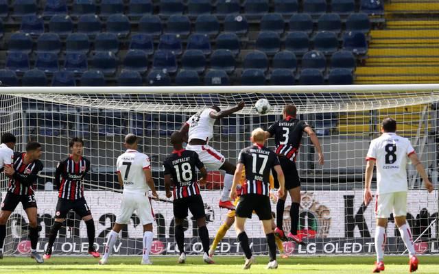 Moussa Niakhaté köpft kurz vor der Pause zur Mainzer Führung ein