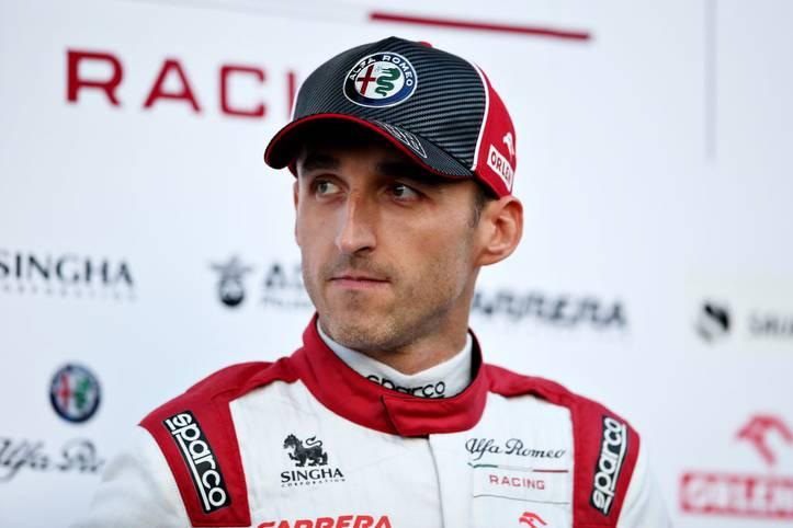 """ROBERT KUBICA wagt mit 35 Jahren noch einmal einen Wechsel: Der Pole fährt 2020 mit dem BMW-Kundenteam ART in der DTM. """"Natürlich müssen wir im Vergleich zu den renommierten DTM-Teams noch Erfahrung sammeln, doch wir werden hart arbeiten, um uns kontinuierlich zu steigern"""", sagt Kubica. Er ist nicht der erste Formel-1-Fahrer, der im Herbst der Karriere in der DTM andockt"""