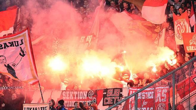 Die Fans von Mainz 05 haben im DFB-Pokal Pyrotechnik abgebrannt