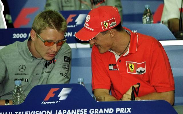 Formel 1: Japanese GP Mika Häkkinen (l.) und Michael Schumacher lieferten sich Ende der 1990er packende Duelle auf der Rennstrecke