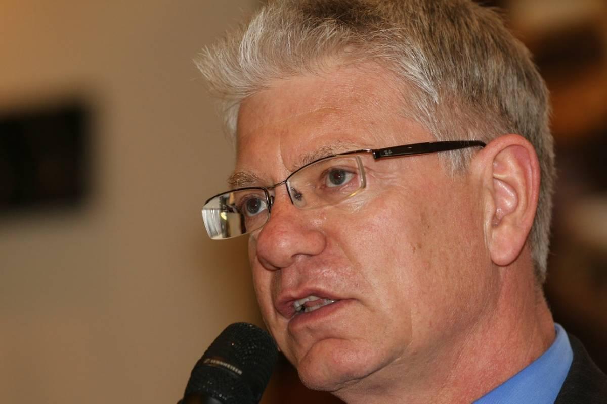 Bei der Wahl zum IIHF-Präsidenten scheitert DEB-Präsident Franz Reindl im entscheidenden Wahlgang. Nachfolger von Rene Fasel wird Luc Tardif.