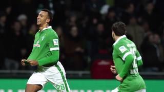 Melvyn Lorenzen (l.) feiert seine Torpremiere in der Bundesliga gegen Hannover 96