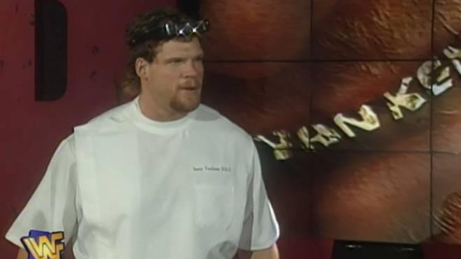 Kane in seiner ersten WWE-Rolle als Isaac Yankem 1996