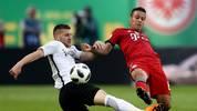 Ante Rebic (l.) gegen Bayern-Mittelfeldspieler Thiago