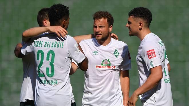 Philipp Bargfrede (2.v.r.) erhält bei Werder Bremen keinen neuen Vertrag