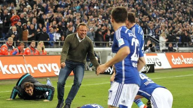 Schalker Jubel nach dem Siegtor mit Trainer Andre Breitenreiter