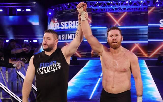 Kevin Owens (l.) und Sami Zayn wurden von der WWE-Europatournee abberufen
