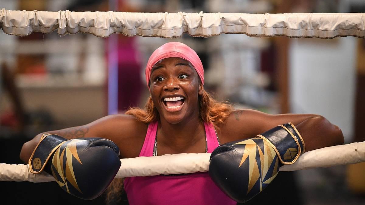 Rekord-Boxerin Claressa Shields hat ihr Debüt als MMA-Kämpferin gefeiert