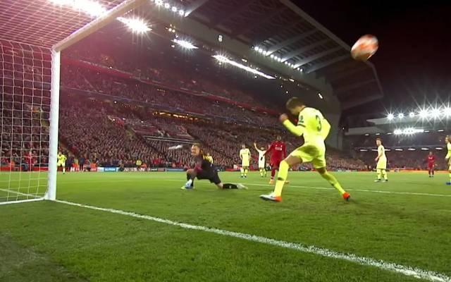Marc-André ter Stegen kann dem Ball nur noch hinterher schauen