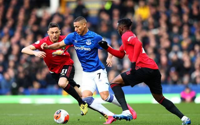 Bis Sommer prangt auf den Trikots von Everton-Angreifer Richarlison (Mitte) ein Wettanbieter