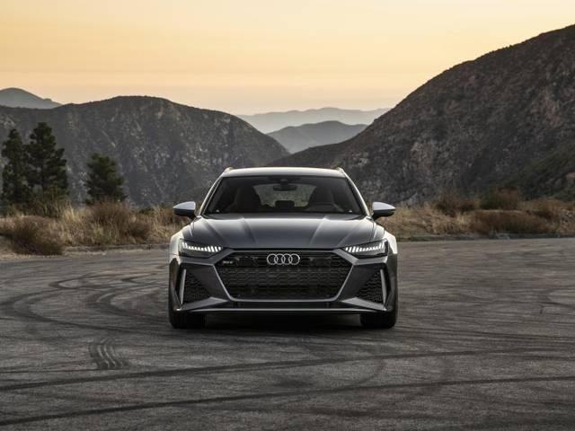 Verräterisches Design: Die breite Frontpartie lässt die sportlichen Ambitionen des Audi RS6 Avant deutlich erkennen