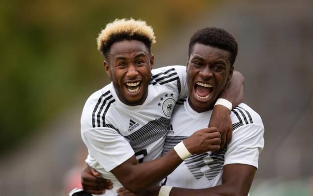 John Yeboah Zamora (links) steht erstmals im Kader der Wolfsburger