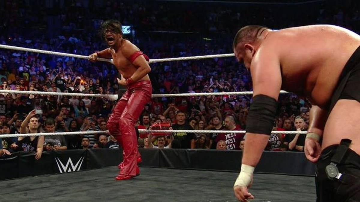 Shinsuke Nakamura (l.) fügte Samoa Joe bei WWE NXT TakeOver offenbar eine reale Verletzung zu