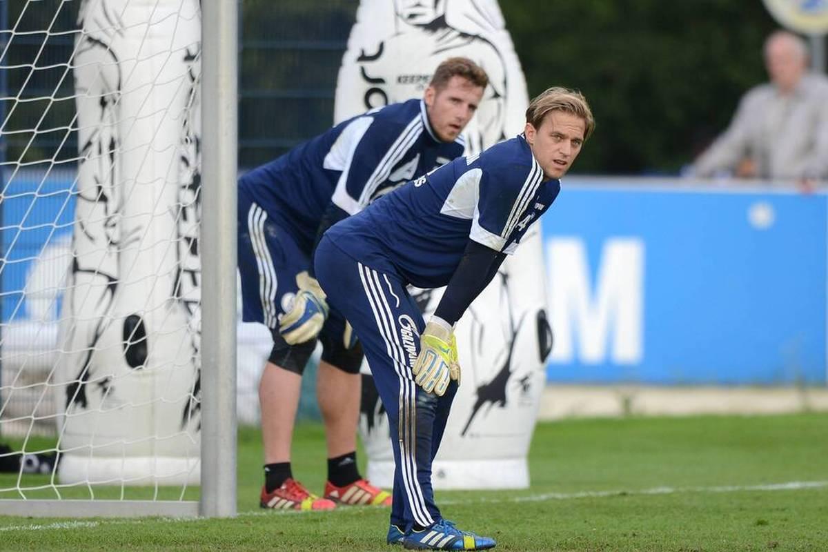 Ralf Fährmann muss nach seinem Patzer gegen den KSC zurück auf die Bank. Ein früherer Schalke-Keeper ist entsetzt.