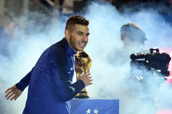 Lucas Hernández ist der neue Rekordtransfer des FC Bayern. Für 80 Millionen Euro kommt er im Sommer von Atlético Madrid nach München. Ist er der Vorbote einer neuen Zeitrechnung beim Rekordmeister oder bleibt er eine Ausnahme?
