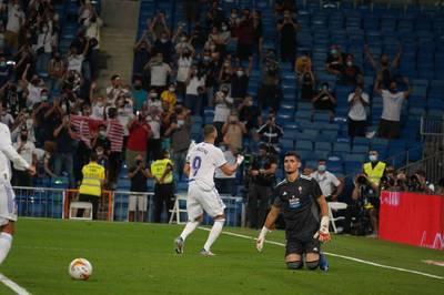 Real Madrid feiert einer torreiche Rückkehr ins Bernabéu. Karim Benzema glänzt gegen Celta Vigo, auch ein Debütant trifft.