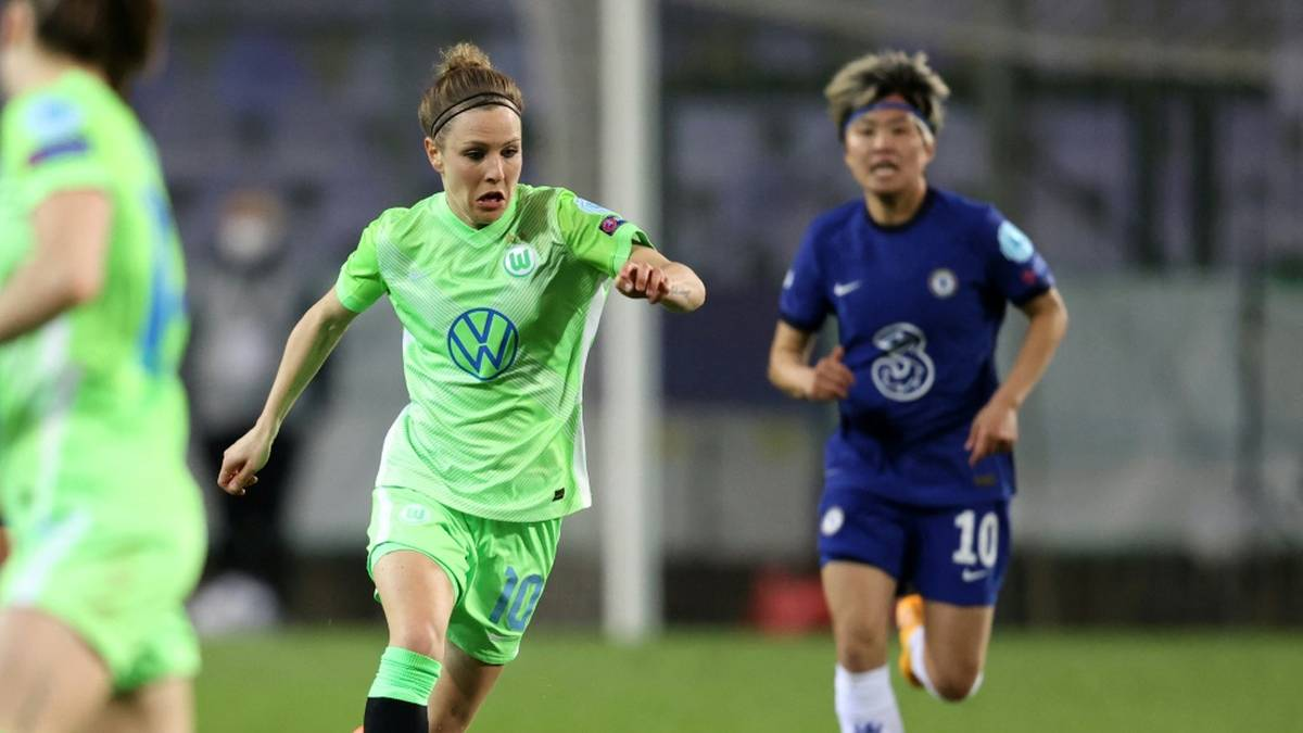 Svenja Huth (l.) verlängert bei Wolfsburg um zwei Jahre