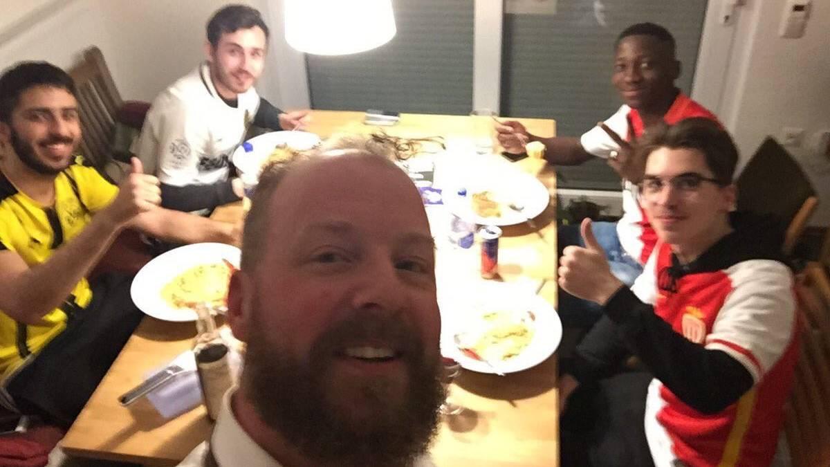 Die Dortmunder Fans boten den Gästen aus Monaco Übernachtungsmöglichkeiten an