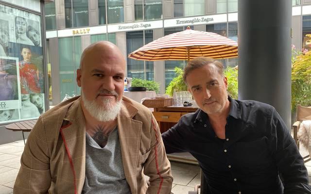 Hasan Kivran (r.) mit SPORT1-Reporter Reinhard Franke