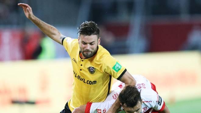 Kapitän Niklas Kreuzer (l.) fehlt Dynamo Dresden nach einer Tätlichkeit für drei Spiele