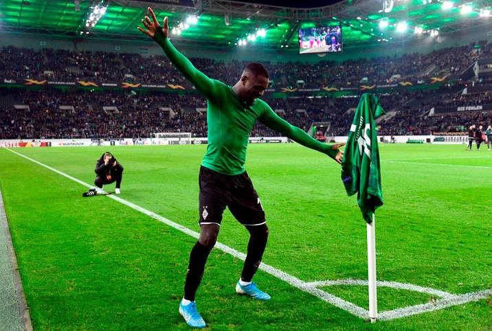 In der Bundesliga grüßt nach elf Spieltagen zur Überraschung vieler Fans und Experten Borussia Mönchengladbach von Platz eins
