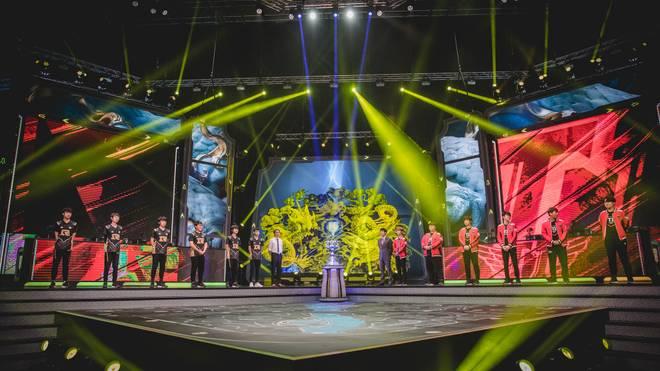 Noch gewaltiger in Sachen Zahlen war die Halbfinal-Auseinandersetzung zwischen SK telecom T1 und Kontrahent Royal Never Give Up. Insgesamt 80 Millionen Zuschauer weltweit haben das Spiel verfolgt - bis heute Rekord!