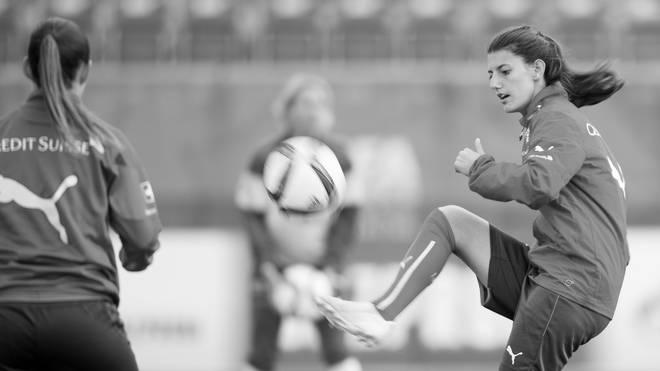Nach Badeunfall: Tod von Florijana Ismaili erschüttert Schweizer Fußball, Die Schweizerin Florijana Ismaili (rechts) starb nach einem Badeunfall im Comer See