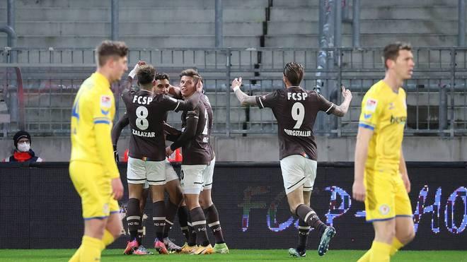 Jubel beim  FC St. Pauli nach dem Treffer von Omar Marmoush zum 1:0