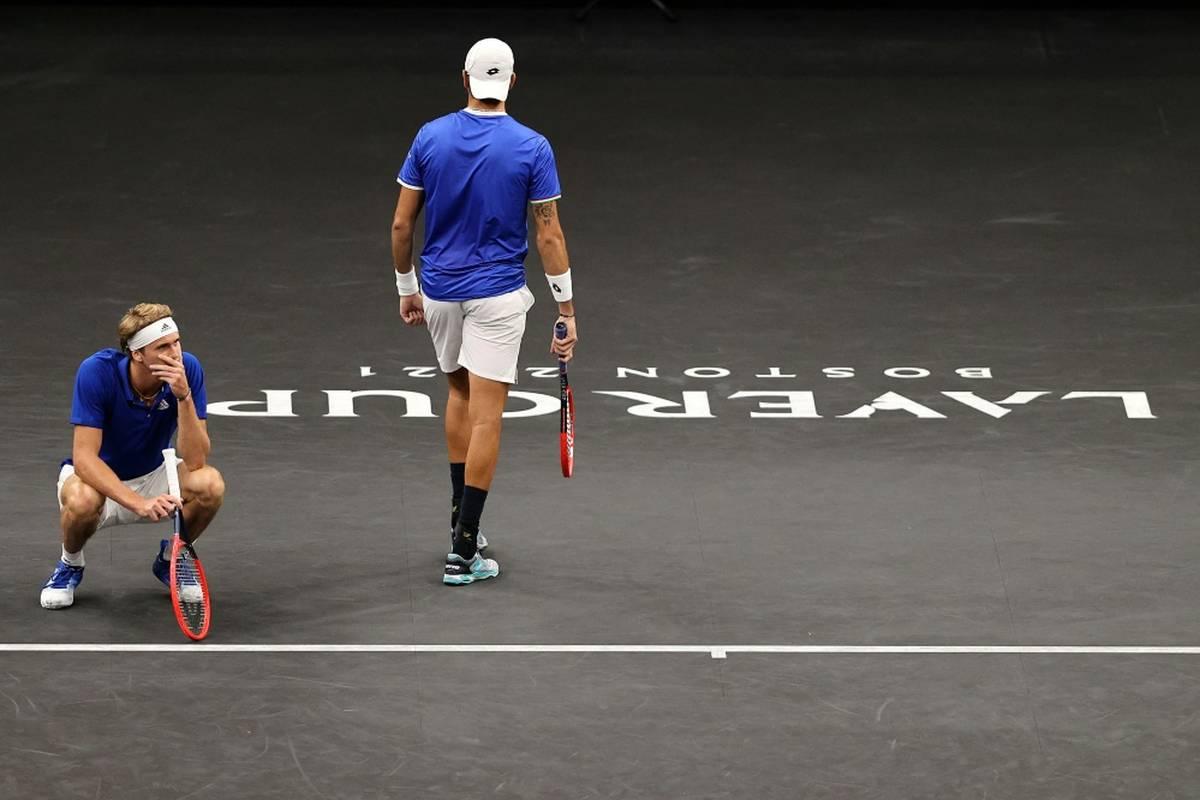 Alexander Zverev startet mit einer Niederlage in den Laver Cup. Der Olympiasieger verliert mit Berrettini im Doppel. Dennoch ist Europa in Führung.