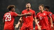 Robert Lewandowski jubelt für den FC Bayern mit seinen Teamkollegen