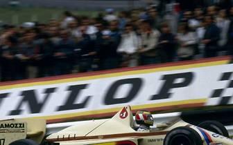 Im Jahr darauf startet Berger für Arrows in der Königsklasse. Hier sein Auftritt beim Großbritannien-GP in Brands Hatch