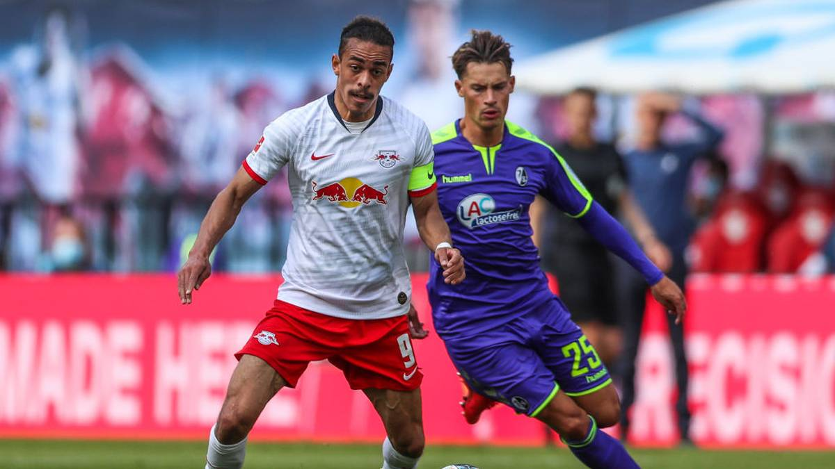 Auch RB Leipzig (l. Yussuf Poulsen) war schon an Freiburgs Robin Koch interessiert